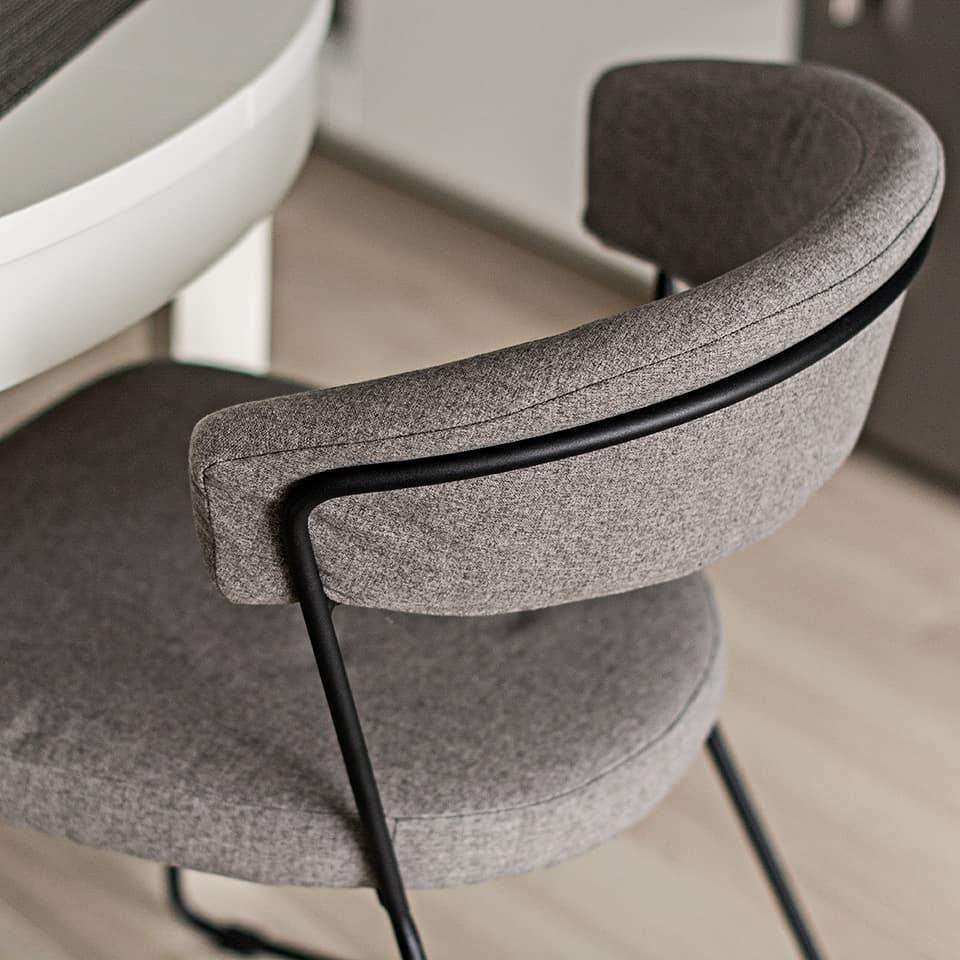 Zdjecia krzesła Helix Signal w aranżacji blogerki z Simplistic Blog