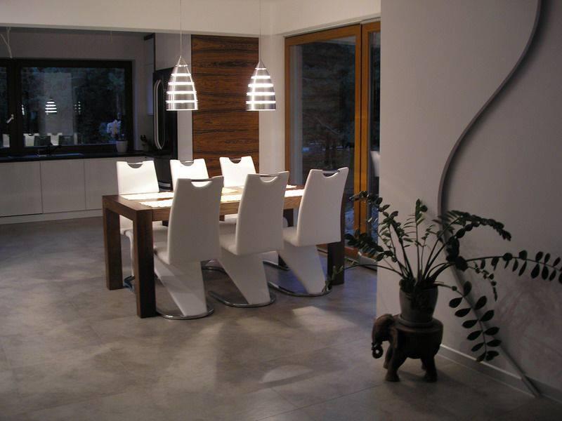Aranżacja białych chromowanych krzeseł naszego klienta