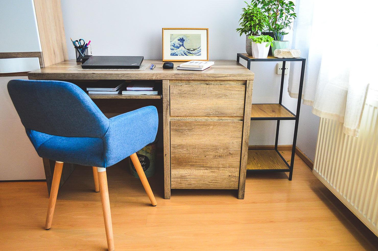 Aranżacja niebieskich krzeseł tapicerowanych K-283 Halmar